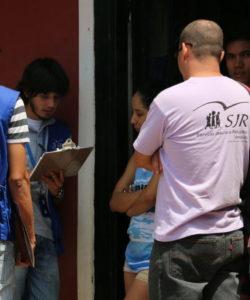 Miembros del equipo del JRS Venezuela durante una visita domiciliaria